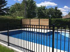 Mariage de clôture ornementale et bois autour de la piscine Decoration, Decor Ideas, Outdoor Decor, Home Decor, Style, Gardens, Landscape Fabric, Landscape Planner, Industrial