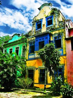 brazilwonders:  These old houses are part of the historical part of Rio de Janeiro (by Daniel Schwabe)