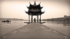 Tây Hồ, Hàng Châu ẩn chứa nhiều truyền thuyết kỳ bí.