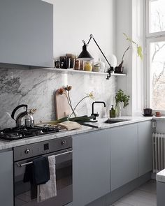 Modern Kitchen Interior Remodeling Smart Tips for the Ergonomic Kitchen, Kitchen ergonomics is all about making your work effortless New Kitchen, Kitchen Dining, Kitchen Decor, Kitchen Grey, Decorating Kitchen, Kitchen Ideas, Kitchen Cabinets, Decorating Ideas, Gray Cabinets
