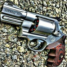 mag S&W revolver with an 8 rd cylinder 357 Magnum, Weapons Guns, Guns And Ammo, Zombie Weapons, Smith And Wesson Revolvers, Smith Wesson, Custom Guns, Home Defense, Cool Guns