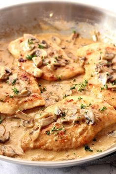 Creamy Mushroom Garlic Chicken - Crunchy Creamy Sweet Creamy Mushroom Garlic Chicken Recipe - juicy chicken in creamy garlic mushroom sauce served with mashed potatoes or pasta for a quick and delicious dinner! Instant Pot Mashed Potatoes Recipe, Chicken Mashed Potatoes, Mashed Potato Recipes, Baked Potato, Creamy Mushroom Chicken, Creamy Garlic Mushrooms, Creamy Garlic Chicken, Chicken In Garlic Sauce, White Mushrooms