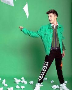 #optymistycznykalendarz📓 #Dawid Kwiatkowski 💗😋 My Boys, Idol, Celebrities, Music, Green, Photos, Style, Musica, Swag