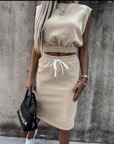 Fashion Fail, Fashion 2020, Skirt Fashion, Fashion Dresses, Baby Girl Dress Patterns, Casual Chic, Fitness Fashion, Stylish Outfits, Blouses For Women