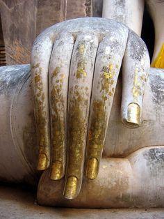 Detail of Hand, Phra Atchana, Wat Si Chum, Sukhothai Historical Park. Posture of 'Subduing Mara' or 'Calling the Earth to witness'. Buddha Temple, Buddha Art, Gmunden Austria, Hand Mudras, Buddha's Hand, Talk To The Hand, Sitting Buddha, Museum Displays, Wabi Sabi