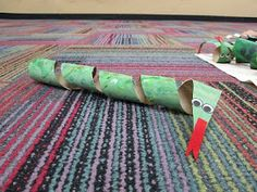 kids love to make snake crafts!  This is neat idea for those saved paper towel spools!