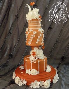 Here is today's top featured wedding cakes for you to get inspired. Happy Pinning!