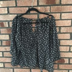 Floral Peasant Top Cute blouse, cut out sleeve. Lightweight material.  flowy & looks cute with shorts and gladiator sandals or jeans and wedges. No visible flaws. No rips.Prices are not firm unless stated. Please make your best offer!! Not my size I do not model.  ✅REASONABLE OFFERS  SHIPS SAME OR NEXT DAY NO TRADES/ HOLDS NO PAYPAL  SMOKE FREE HOME  PERSONALIZED BUNDLES  UNSURE? PLEASE ASK QUESTIONS  CANT FIND IT? SOLD ELSEWHERE Forever 21 Tops Blouses