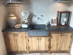 Handmade kitchen at 't Achterhuis in Udenhout. Visit our showroom to see all kind of possibilities. Handmade Kitchens, Custom Kitchens, Concrete Kitchen, Kitchen Flooring, Rustic Kitchen Cabinets, Kitchen Interior, Kitchens Of Distinction, Küchen Design, House Design