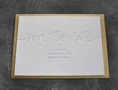 Letterpress Sve the Date Karte. Tiefprägung ohne Farbe auf hochwertigem Baumwollpapier. Letterpress, Wedding, Design, Paper, Business Cards, Colour, Valentines Day Weddings, Letterpress Printing, Letterpresses