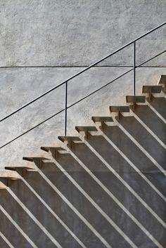 Effet d'ombres d'escaliers extérieurs.