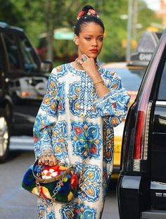 Rihanna Photos - 'Anti' singer Rihanna is spotted heading to her car in New York City, New York on May 29, 2016. - Rihanna Heads Out in NYC