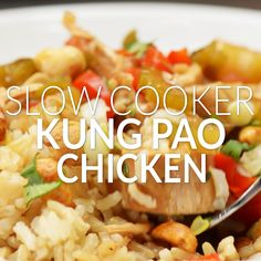 Tender chicken, loads of veggies, and a delicious sauce! Perfect when served over brown rice or cauliflower rice! Slow Cooker Recipe Videos, Slow Cooker Recipes, Cooking Recipes, Slow Cooker Huhn, Slow Cooker Chicken, Tasty Videos, Food Videos, Slow Cooking, Healthy Crockpot Recipes