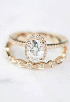 Vintage Oval Engagement Rings, Oval Halo Engagement Ring, Wedding Rings Solitaire, Dream Engagement Rings, Wedding Rings Vintage, Wedding Bands, Wedding Rings Teardrop, Wedding Ring Cushion, Ring Verlobung
