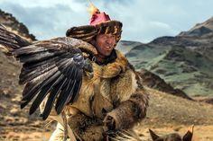 http://www.20min.ch/leben/reisen/story/Die-faszinierenden-Adler-Jaeger-aus-der-Mongolei-12461750