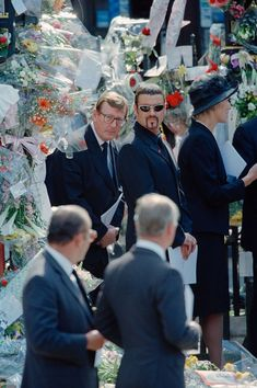 British politician David Trimble (centre left) and English singer and songwriter George Michael (centre right) attend the funeral of Diana, Princess of Wales at Westminster Abbey in London, September George Michael Died, Princess Diana Funeral, George Michel, Royal Family Pictures, Sad Day, Princesa Diana, Beautiful Voice, Princess Of Wales, Record Producer