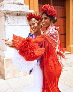 Mi hermana @merilozanop en su primer año en la feria 💃💃 Spanish Dress, Spanish Style, Spanish Culture, Spanish Fashion, Mexican Party, Period Outfit, Fashion Photo, Beautiful Dresses, Fashion Dresses