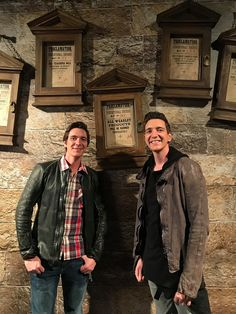 James and Oliver Phelps at the Celebration of Harry Potter in Universal Studios Orlando, 2018 La Saga Harry Potter, Mundo Harry Potter, Harry Potter Jokes, James Potter, Harry Potter Fandom, Harry Potter Characters, Familia Weasley, Oliver Phelps, Phelps Twins