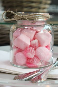 Pink marshmallows and other pink sweets in jars for my pink party! Pink Love, Pretty In Pink, Hot Pink, Paletas Chocolate, Pink Marshmallows, Tout Rose, Rose Bonbon, I Believe In Pink, Pink Summer