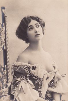 Lina Cavalieri - le Belle Epoque beauty and Italian Opera Star Lina Cavalieri was called the most beautiful woman in the world - and she ma. Pin Up Vintage, Vintage Girls, Vintage Beauty, Vintage Images, Belle Epoque, Les Sopranos, Culture Art, Old Portraits, Victorian Photos