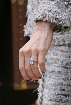 Brides.com: . Sarah Jessica Parker. The Sex and the City star's hubby, Matthew Broderick, proposed with a stunning emerald-cut diamond set on a yellow gold band.