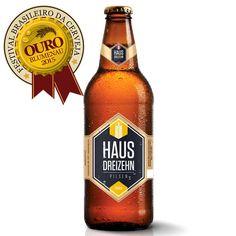 A Haus Dreizehn Pilsen é uma cerveja puro malte, de médio teor alcoólico e espuma consistente. Elaborada com maltes selecionados e lúpulos nobres europeus, apresenta aroma e sabor equilibrados e marcantes.  Ganhadora da medalha de ouro no Festival Brasileiro da Cerveja 2015 (na categoria International-Style Pilsener).