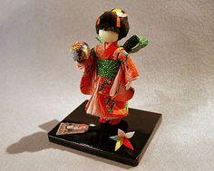 Japanese Origami, Japanese Paper, Japanese Doll, Diy And Crafts, Arts And Crafts, Paper Crafts, Washi, Geisha, Doll Japan