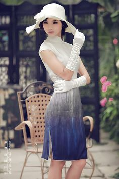 Cheongsam/qipao 旗袍. Nice white & blue