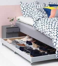 Such a great idea! DIY under bed shoe storage idea! Full how to build tutorial including woodworking plans and video tutorial. Great for organizing shoes in small spaces and bedrooms or closets! Under Bed Shoe Storage, Closet Shoe Storage, Bedroom Storage, Bedroom Decor, Shoe Storage Ideas For Small Spaces, Shoe Racks, Underbed Storage Ideas, Shoe Storage Apartment, Shoe Rack Bedroom