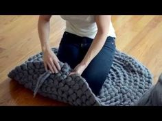 How to finger Crochet a Giant Circular Rug using wool roving- No-Sew - YouTube