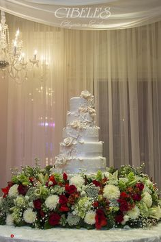 Haz lucir tu evento con un pastel hecho en Cibeles #floreriacibeles #pastelcibeles