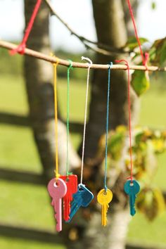 Craft ideas for kids: Make this key wind chime and bird feeder. Wooden Crafts, Bird Feeders, Wind Chimes, Crafts For Kids, Craft Ideas, Key, Cool Stuff, Outdoor Decor, How To Make