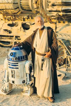 Sir Alec Guinness (Obi Wan Kenobi) & Kenny Baker behind the scenes on Star Wars March, Tunisia Stormtrooper, Darth Vader, Images Star Wars, Star Wars Pictures, Stargate, Star Wars Rebels, Star Ears, Alec Guinness, Episode Iv