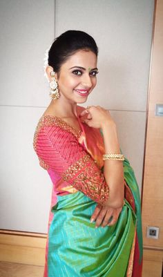 Rakul Preet Singh Stills In Kanchi Pattu Green Saree ★ Desipixer ★ Silk Saree Blouse Designs, Bridal Blouse Designs, Blouse Patterns, Indian Dresses, Indian Outfits, Saree Look, Elegant Saree, Indian Attire, Work Blouse