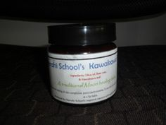 Do you want to make your very own KawaKawa balm?  It is good for dry lips, sun burns and cuts. Here is the recipe.  Ingredients:  12 kawakawa leaves