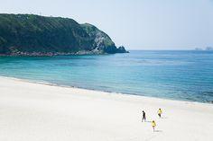 Niños locales en la playa, Kozushima, Tokyo