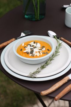 Recette soupe froide de carottes, feta & graines de courge - Besly Healthy Comfort Food, Healthy Cooking, Soup Recipes, Vegetarian Recipes, Healthy Recipes, Homemade Butter, Warm Food, Gazpacho, Slow Food