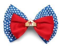 Because not every occasion calls for the full tiara, but you can still be Wonder Woman with the mini version on this red, white, and blue hair bow. Keeps your hair out of your eyes for the big fight, and can also be worn as a bowtie or brooch. Designer Plus Size Clothing, Wonder Woman Birthday, Blue Hair Bows, Disney Hair Bows, Sexy Geek, Fandom Outfits, Diy Bow, Girls Bows, Geek Gifts