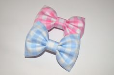 """Bow measures approx 3"""" and is attached to a single prong alligator clip. Pattern layout may vary."""