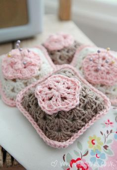 Cute granny square pincushions tutorial.