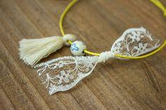 Μαρτυρικά 50τεμ MRL-003  Χειροποίητα μαρτυρικά βραχιολάκια με λευκή φουντίτσα, χάντρα με σιέλ σταυρουδάκι και φιογκάκι από λευκή δαντέλα, σε έναν αρμονικό συνδυασμό με κίτρινο κορδόνι. Tassel Necklace, Tassels, Jewelry, Fashion, Jewellery Making, Moda, Jewels, Fashion Styles, Jewlery