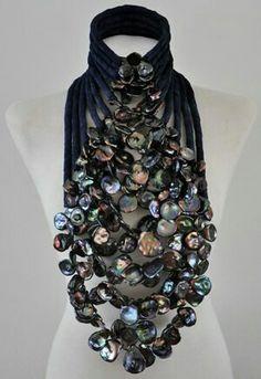 Collier oliekleurige barokparels-Designed by Dolores de Jong for Haute Couture fashion show Mart Visser 2012 Body Jewelry, Jewelry Art, Jewelry Accessories, Fashion Accessories, Jewelry Design, Fashion Jewelry, Statement Jewelry, Pearl Jewelry, Jewelery