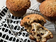 My 5 star go-to! Like banana bread, these especially moist chocolate chip muffins are a great way to use up overripe bananas. Muffins are an easy baking project becaus. Banana Recipes, Muffin Recipes, Brunch Recipes, Wine Recipes, Breakfast Recipes, Breakfast Ideas, Brunch Menu, Sweets Recipes, Kitchen Recipes