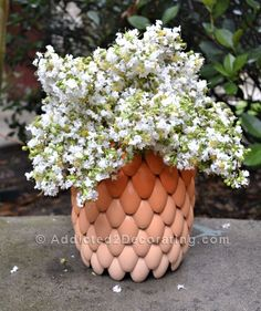 layered ombre vase - made from plastic spoons! This will be a great project: easy, inexpensive, big impact. Just what I love in a DIY! Plastic Spoon Crafts, Plastic Spoons, Diy Projects To Try, Crafts To Do, Diy Crafts, Diy Recycling, Diy Ombre, Ombre Paint, Idee Diy