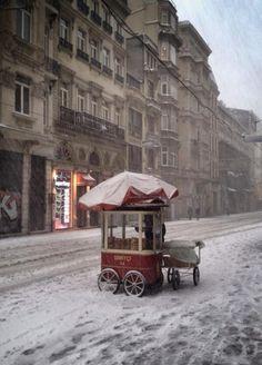 Nieve, truene o relampaguee, ahí encuentra usted siempre firmes al representante de venta: Beyoglu, Central Istanbul.
