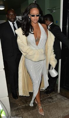 Rihanna glamorous New Year's Eve look dressed in Alexandre Vaulthier, ~ RiRi glamour Mode Rihanna, Rihanna News, Rihanna Riri, Rihanna Style, Rihanna Fashion, Popsugar, Celebrity Pictures, Celebrity Style, Divas