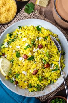 The famous Maharashtrian style Kanda poha or Kanda batata poha recipe is and easy Indian Breakfast that is healthy, vegan, glutenfree, and super delicious. Here is how you can make it!! Snacks Dishes, Rice Dishes, Indian Breakfast, Breakfast Dishes, Vegan Indian Recipes, Healthy Recipes, Nectarine And Banana Smoothie, Besan Cheela, Poha Recipe