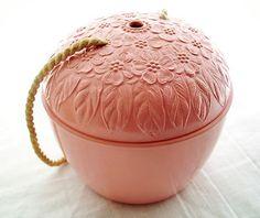 vintage bakelite yarn holder