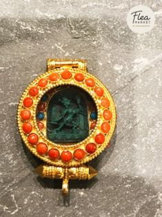 Vajrayogini in ghau This Himalayan handcrafted Buddha pendant in ghau box is adorned with semi-precious stones for that special occasion or even for daily wear. Buddha Buddhism, Tibetan Buddhism, Buddhist Art, Buddhists, Himalayan, Daily Wear, Zen, Special Occasion, Online Shopping