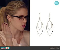 Felicity's earrings on Arrow.  Outfit Details: http://wornontv.net/48484/ #Arrow